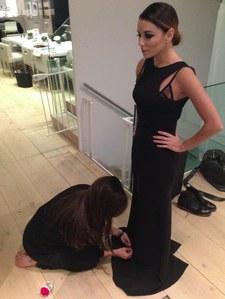 Victoria Beckham à genoux pour Eva Longoria