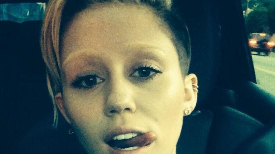 Miley Cyrus senza sopracciglia:foto