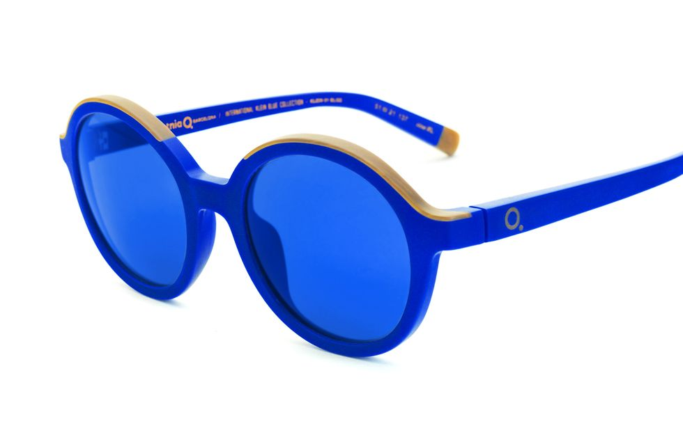 Gli occhiali? Blu elettrico!