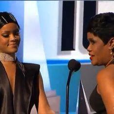 American Music Awards : Rihanna et sa mère émues sur scène (Vidéo)