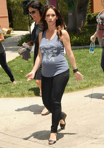 Jennifer Love Hewitt et son petit ventre rond