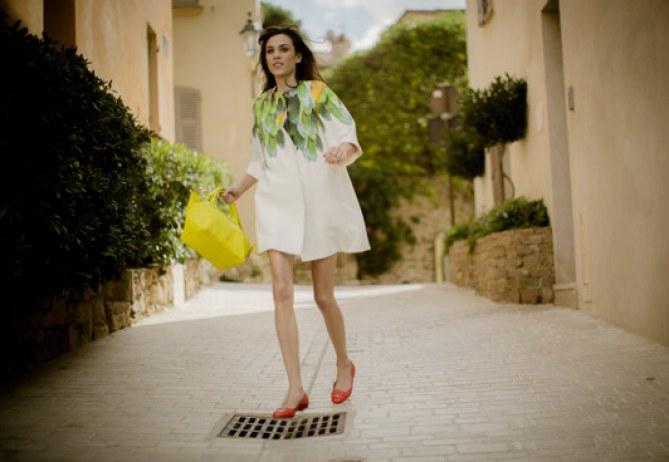 Alexa Chung à Saint Tropez pour Longchamp