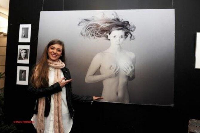 Miss Roussillon présente ses photos