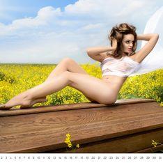 Le calendrier sexy… d'un vendeur de cercueils ! (Photos)