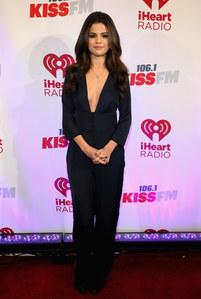 Selena Gomez en Zara pour le bal Kiss Fm