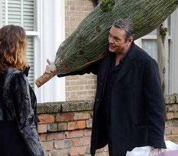 EastEnders 19/12 – David tries to butter up Janine