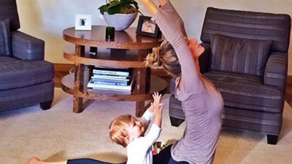 Gisele fa yoga con la figlia: foto