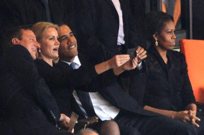 Barack Obama schießt ein Selfie