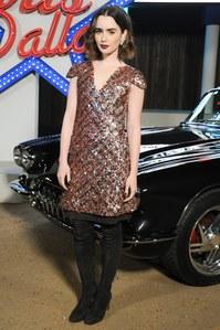 Lily Collins au défilé Chanel Paris-Dallas en décembre 2013