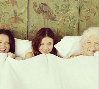 Miranda Kerr con su madre y abuela