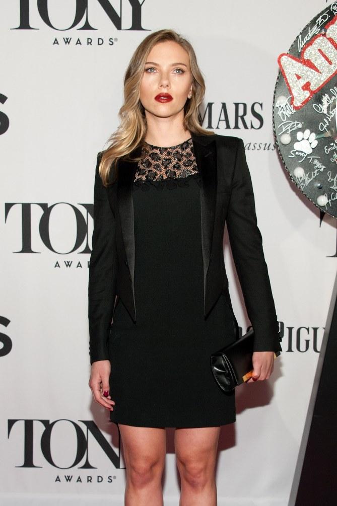 Scarlett Johansson radieuse sur le tapis rouge