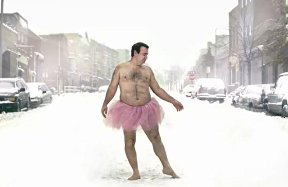 Cancer du Sein : Il prend la pose en tutu rose pour remonter le moral de sa femme (Photos)