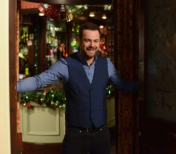 EastEnders 27/12 – Mick Carter reopens The Queen Vic