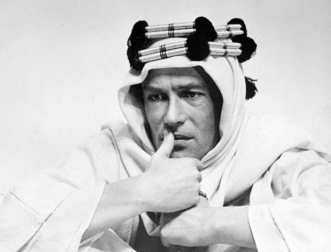 El actor interpretando a Lawrence de Arabia.