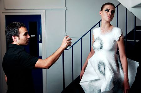 Manel Torres y su ropa en spray
