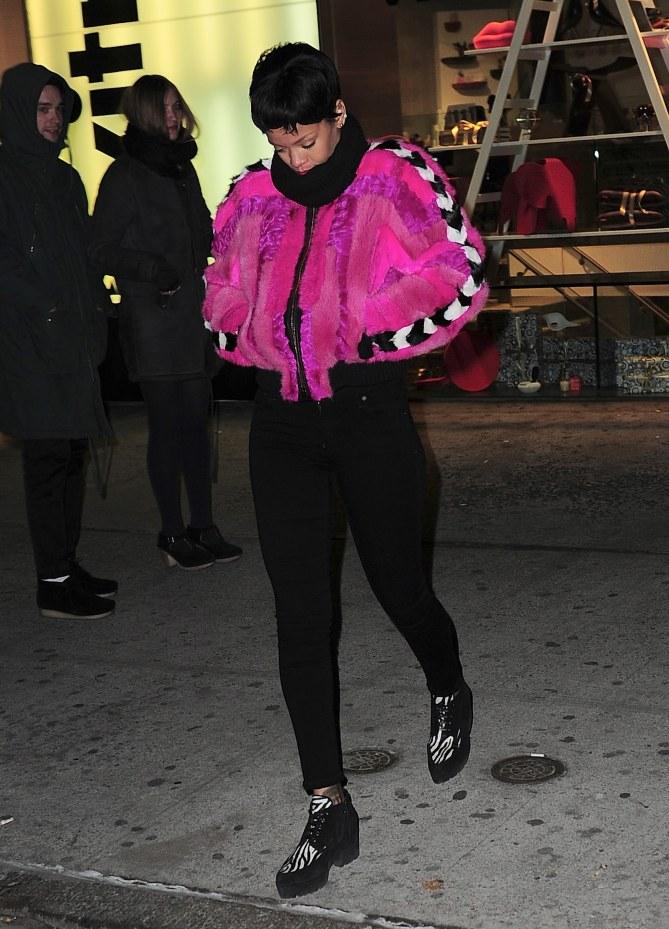 Rihanna le lundi 16 décembre 2013