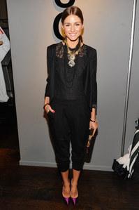 Olivia Palermo mostra que blazer não fica sem graça