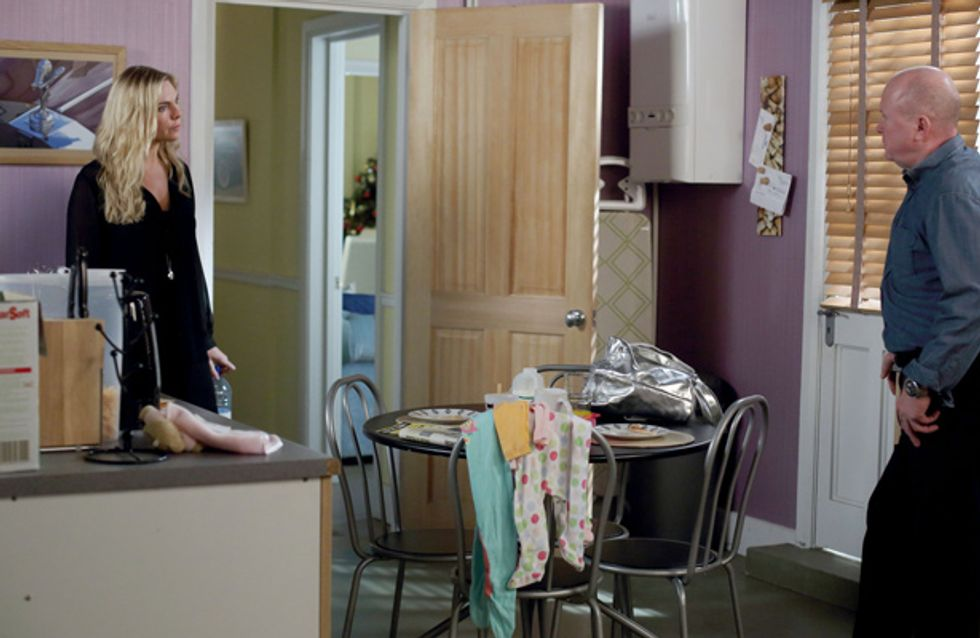 EastEnders 30/12 – Ronnie wants to get Carl away from Roxy