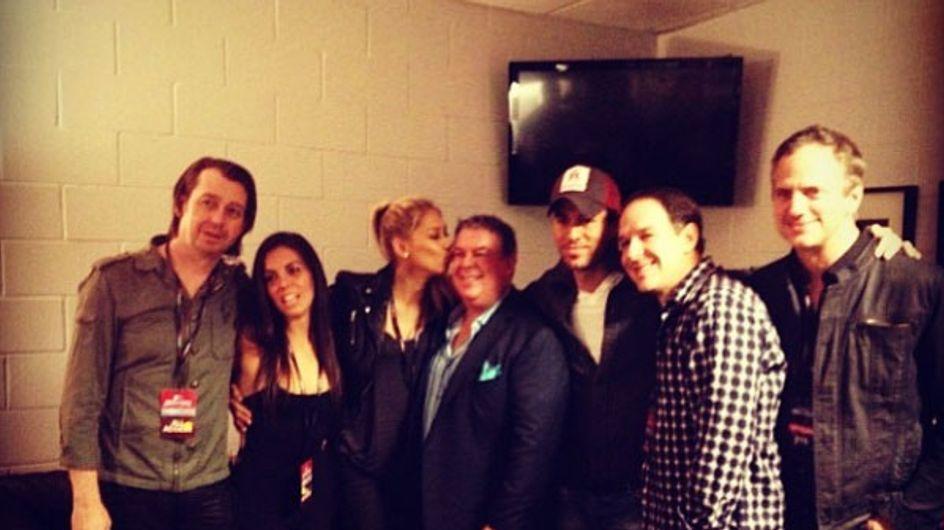 Enrique Iglesias y Anna Kournikova desmienten su ruptura con una foto
