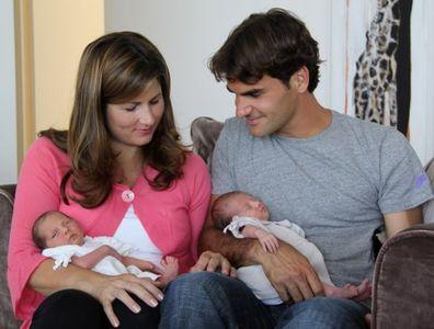 Roger Federer con su mujer y sus hijas