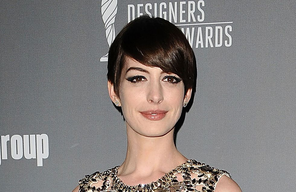 Anne Hathaway : Son cadeau empoisonné à un paparazzi (photo)