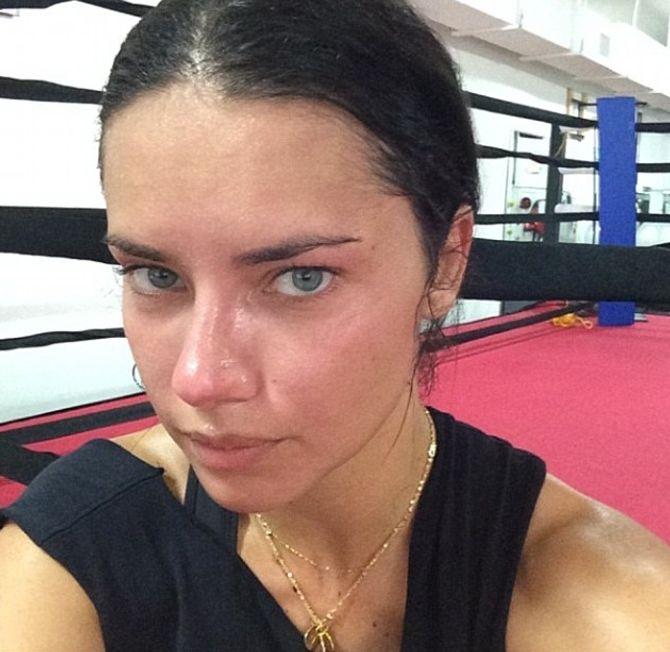 Adriana Lima sans maquillage et transpirante