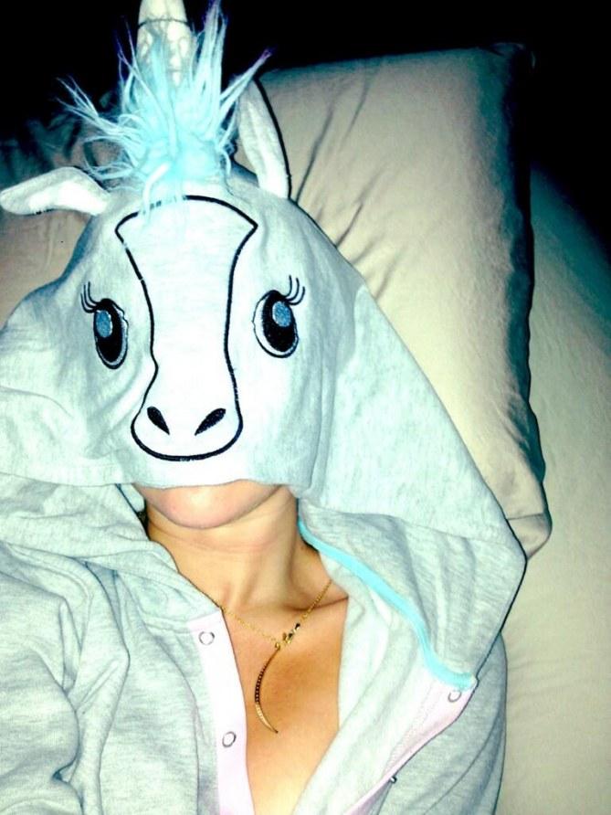 Miley Cyrus en grenouillère licorne