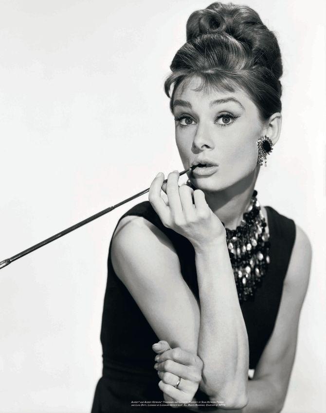 Audrey Hepburn et son chignon coque dans Breakfast at Tiffany's