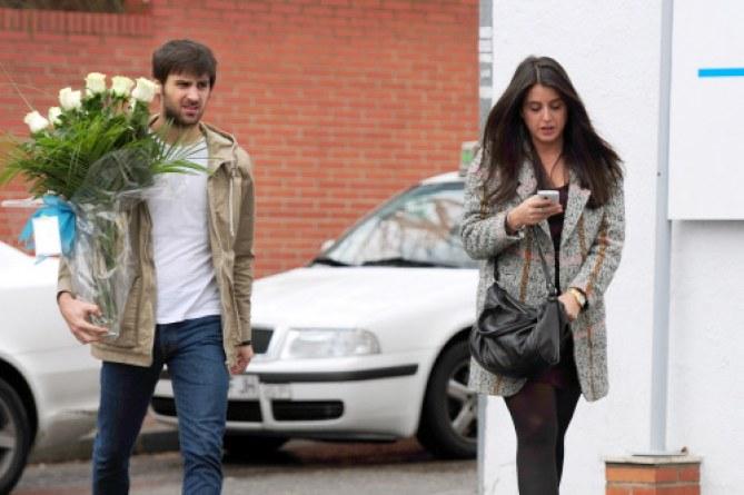 Cristina Carbonero y un amigo visitan a la feliz pareja tras el nacimiento de su hijo.
