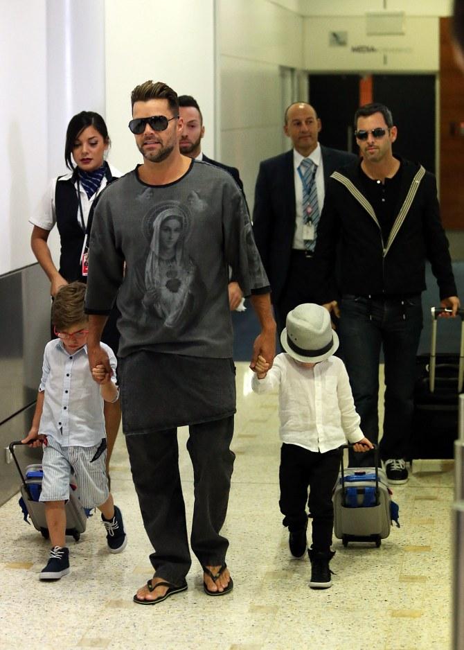 Ricky Martin e Carlos Gonzales insieme ai due figli