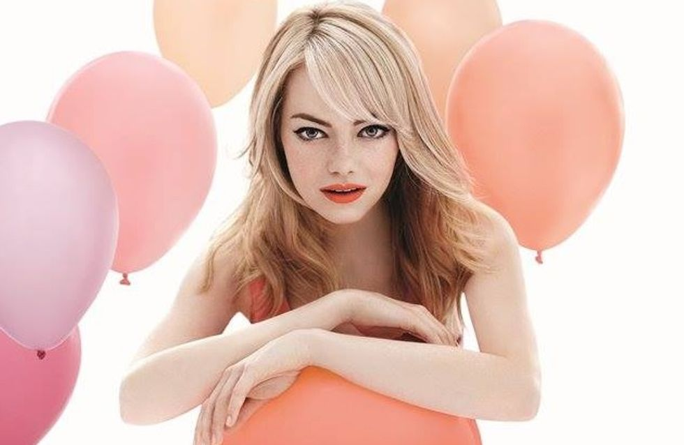 Emma Stone : So girly pour Revlon (photos)