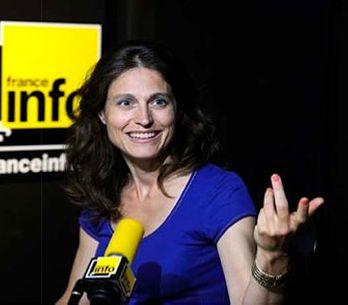 Edwige Coupez: la journaliste qui nous accompagne avec passion le week-end