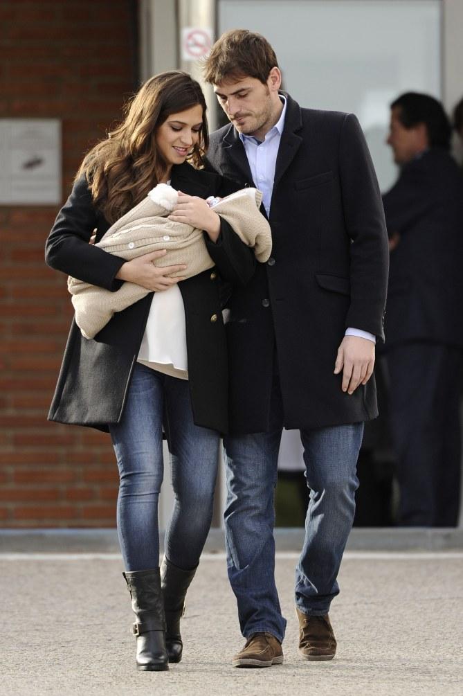 Sara Carbonero e Iker Casillas junto a Martín