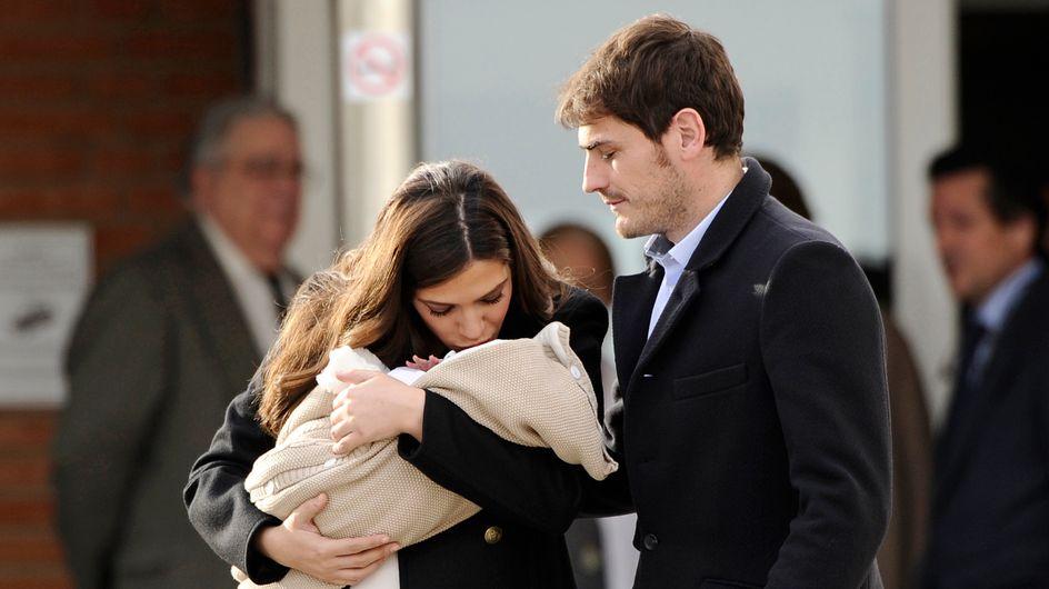 Primera foto de familia: Sara Carbonero e Iker Casillas presentan a Martín