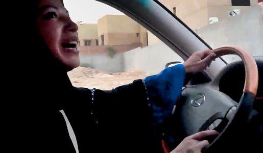 Imagen de una campaña de concienciación a favor de las mujeres conductoras