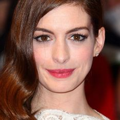Anne Hathaway nearly drowns in Hawaii - Saved by nearby surfer