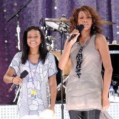 La hija de Whitney Houston se casa con su hermanastro