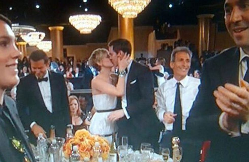 Jennifer Lawrence : Un baiser langoureux avec Nicholas Hoult lors des Golden Globes (Vidéo)