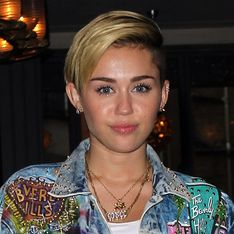 Miley Cyrus posts creepy Twitter selfie