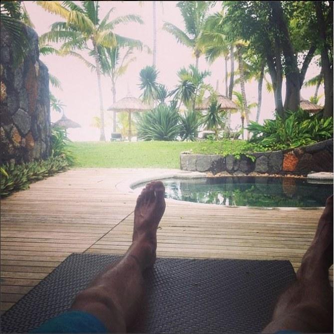 M. Pokora en vacances
