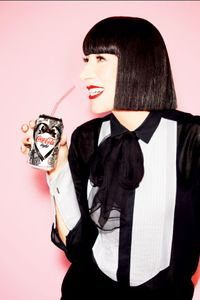 Chantal Thomass et la canette Coca-Cola Light spéciale St Valentin
