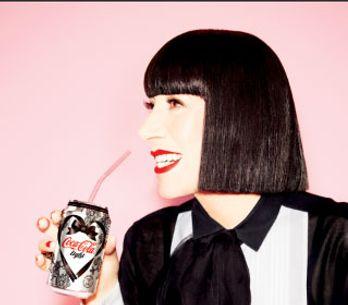 Chantal Thomass : Découvrez en exclu sa canette Coca-Cola light spéciale Saint-V