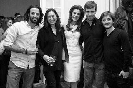 Matías Dumont junto a Raquel Sánchez Silva y otros amigos