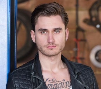 Hollyoaks 28/01 – Fraser urges Freddie to calm a terrified Sandy