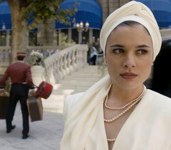 10 estilismos que hacen brillar a Adriana Ugarte... ¡y a Sira Quiroga!