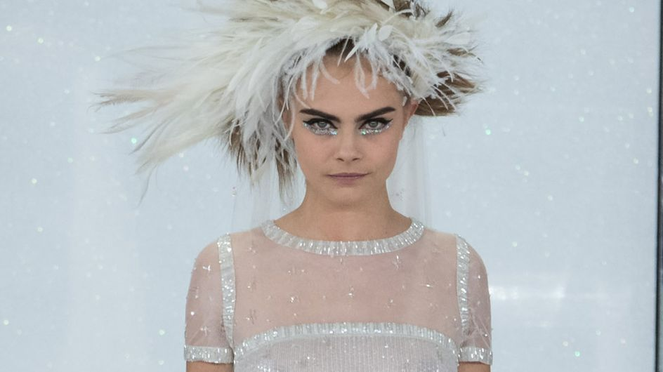 Cara Delevingne : Mariée en baskets pour Chanel (photos)