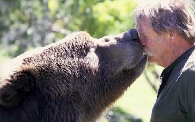 Doug Seus et son ours