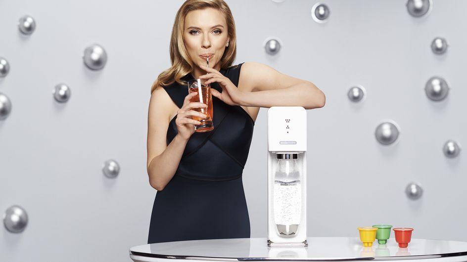 Scarlett Johansson : Elle fait des bulles et des émules avec Sodastream