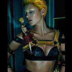 Kate Moss más andrógina que nunca para Alexander McQueen