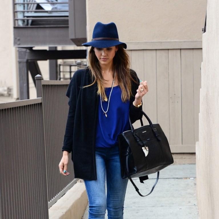 7b1709383 Jessica Alba : Déjà accro au nouveau it-bag Zadig & Voltaire (Photos)